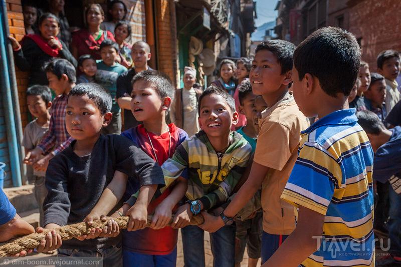 Новый 2072 год в Бхактапуре. Утро нового года / Непал