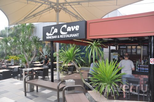 Бар La Cave Wine Bar / Сингапур