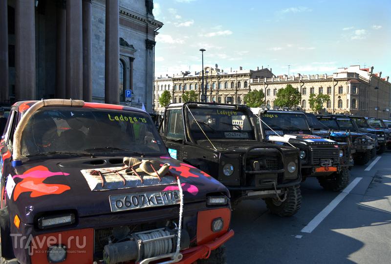 Один день из жизни Петербурга или кто рано встает, тот много увидит / Россия