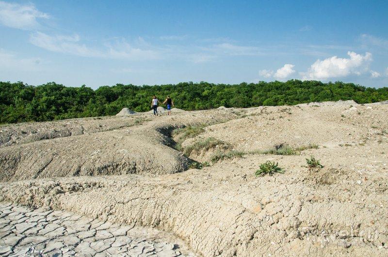 Шуго - крупнейший вулкан юга России, все это плато сформировано грязью