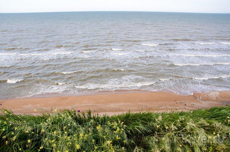 Песчаный пляж, расположенный неподалеку от мыса Пеклы