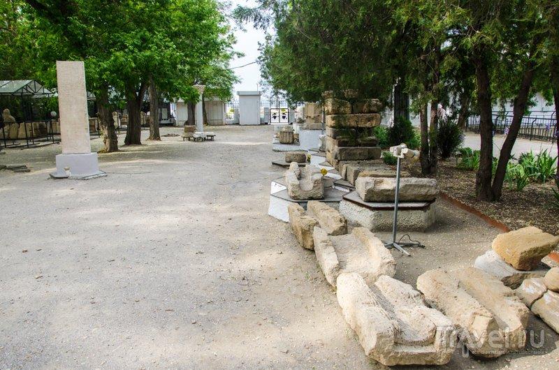 Здесь раскопки еще не проводились: возможно, тут находится главная площадь Горгиппии