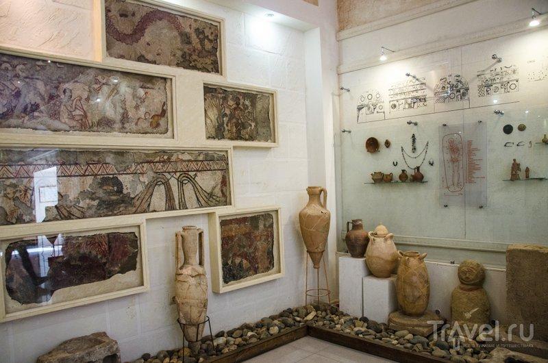Отреставрированные фрагменты фресок из Склепа Геракла