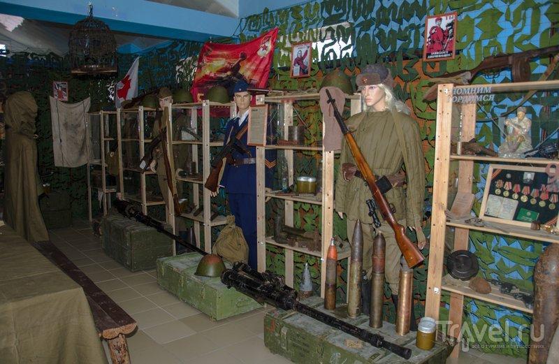 Здесь можно увидеть настоящее оружие и военную форму разных лет