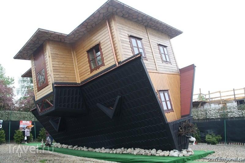 Дом вверх ногами / Польша