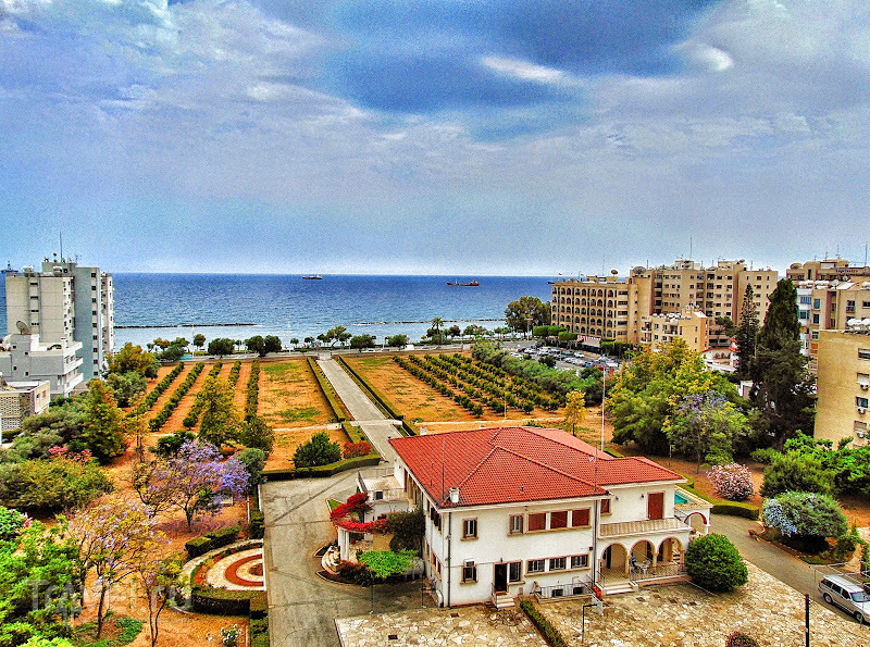 Домик у моря (Lanitis House), символ исчезающей эпохи. Лимассол, Кипр / Кипр