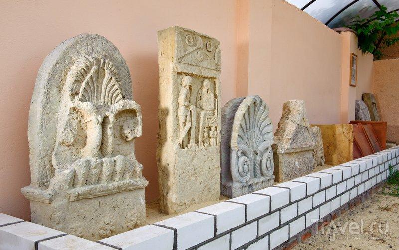 Надгробия из археологического музея
