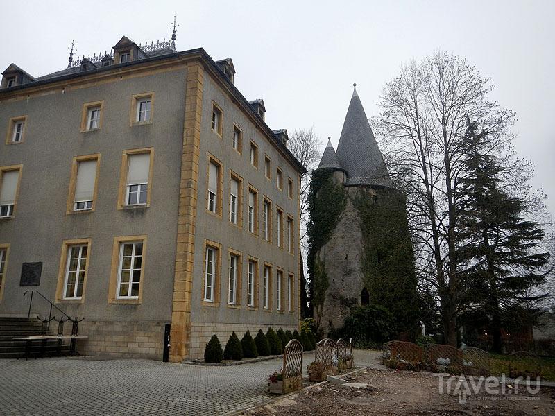Шенгенский замок и старая башня