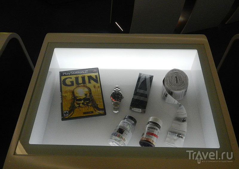 Витрина с контрафактами в музее Шенгена