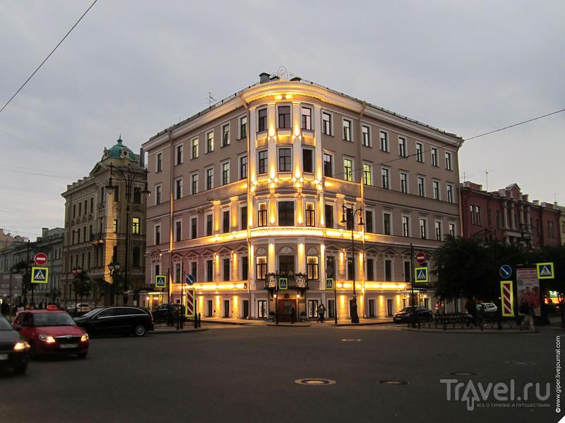 Алые паруса и ночной Петербург / Россия