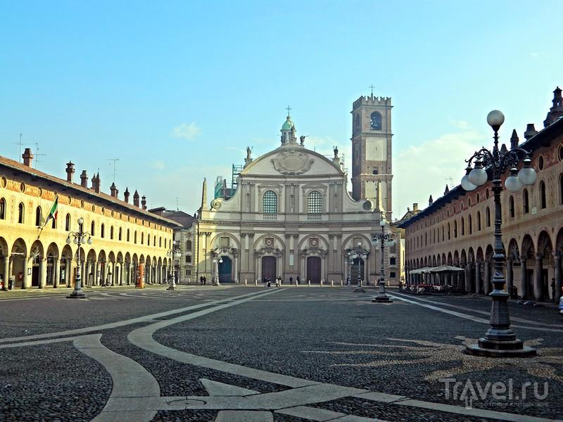 Город трех великих / Италия