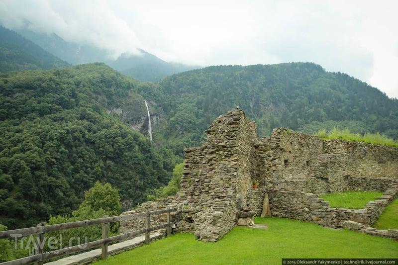 Castello di Mesocco - живописные руины средневекового замка в Швейцарии / Фото из Швейцарии