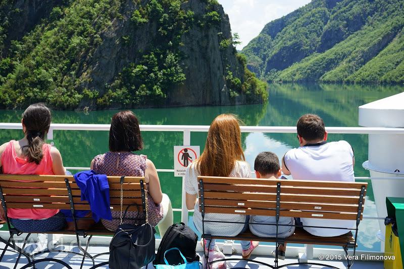 Растаяли не столько от жары, сколько от безумной красоты - плывем на пароме от Комана до Фиерзы / Албания