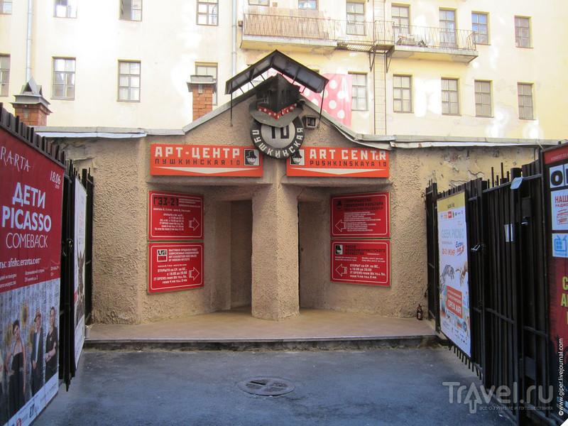 Обрыв в центре Петербурга / Россия