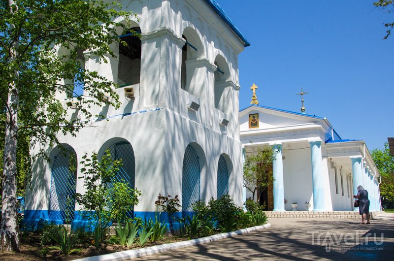 Колокольня перед первым казачьим храмом была построена позднее
