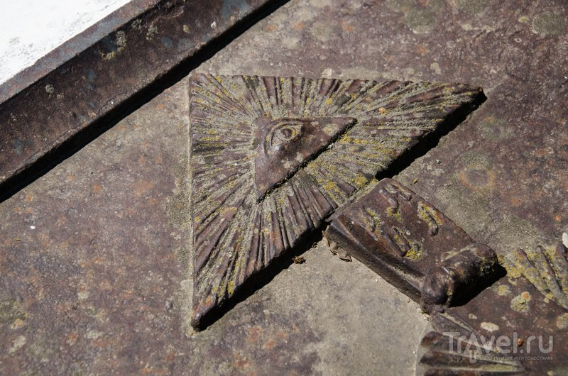 Масонский глаз на могиле умершего в Тамани купца