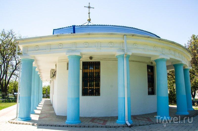 Церковь украшают многочисленные колонны