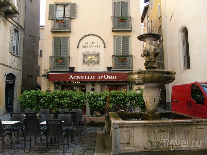 Прогулка по Бергамо: Пьяцца Веккиа / Италия