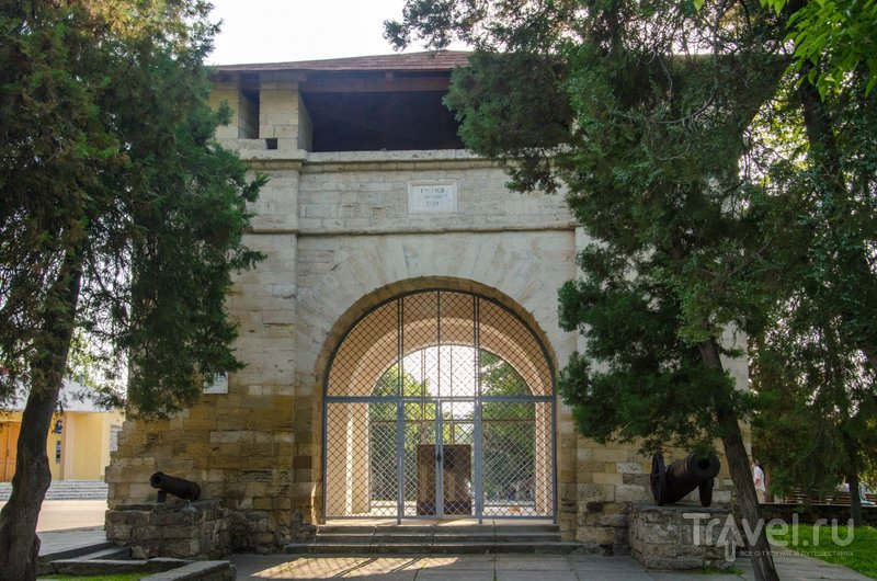 Русские ворота - единственное, что осталось от турецкой крепости Анапа