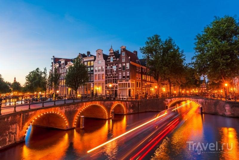 Ночная прогулка по каналам Амстердама позволит увидеть город в новом свете