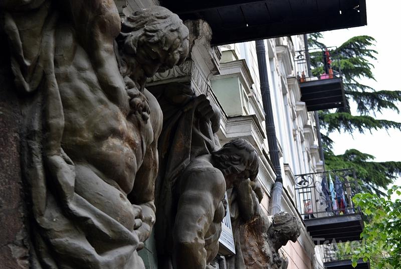 В поисках сванской соли вдоль особняков в французком стиле, древних церквей и пугающих трущоб Тбилиси / Грузия