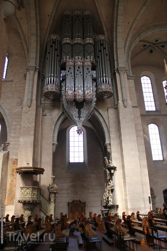 Внутри собора святого Петра в Трире / Германия