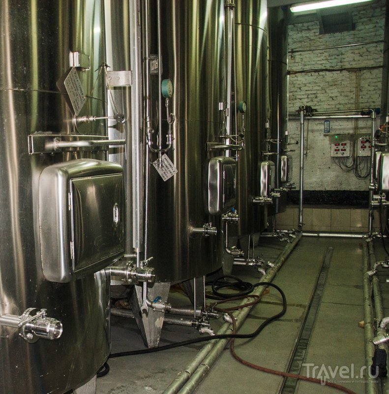 Емкости-акратофоры, в которых бродит или хранится вино