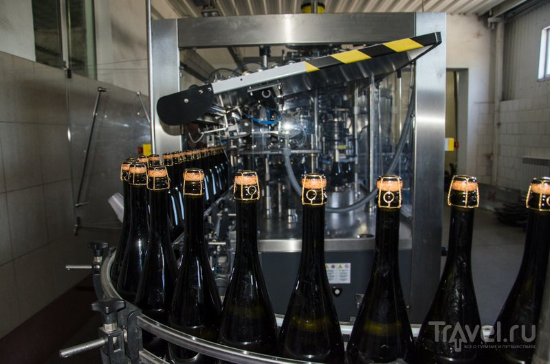 Укупорка игристых вин, произведенный акратофорным способом