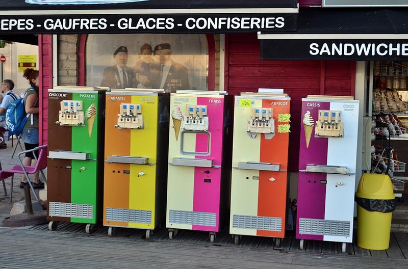 День Д 70 лет спустя -  туристический аттракцион на фоне благополучной Нормандии / Франция