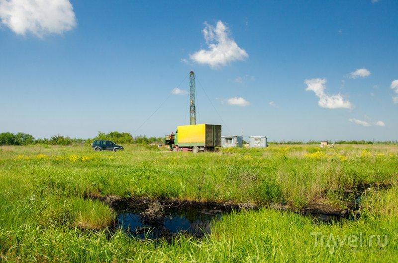 """Не все курортники знают, что под Анапой есть нефть, а рядом с Крымском сохранилась первая в Российской Империи нефтяная вышка - """"бабушка-вышка"""""""