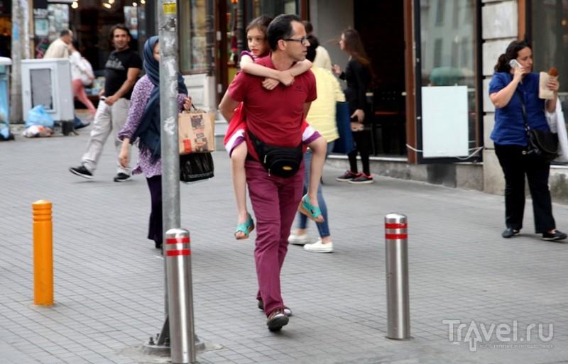 Стамбул. Люди на Истикляль / Турция