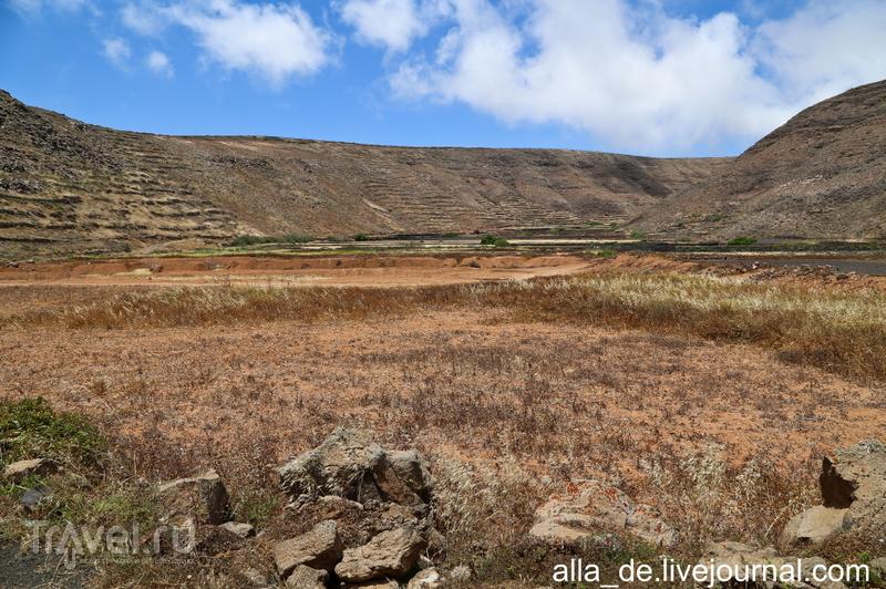 Канарский остров Lanzarote. Прогулка вокруг вулкана La Quemada de Orzola / Испания