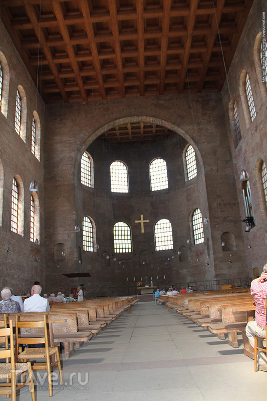 В базилике Константина и около неё в Трире / Германия