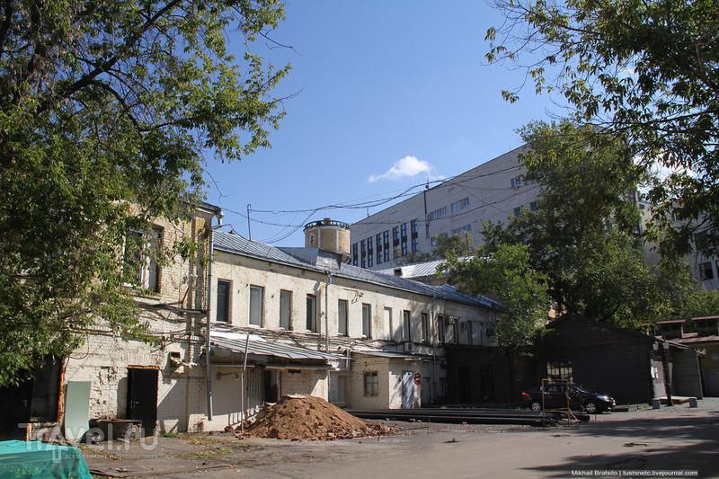 Завод начала XX века с зоопарком / Россия
