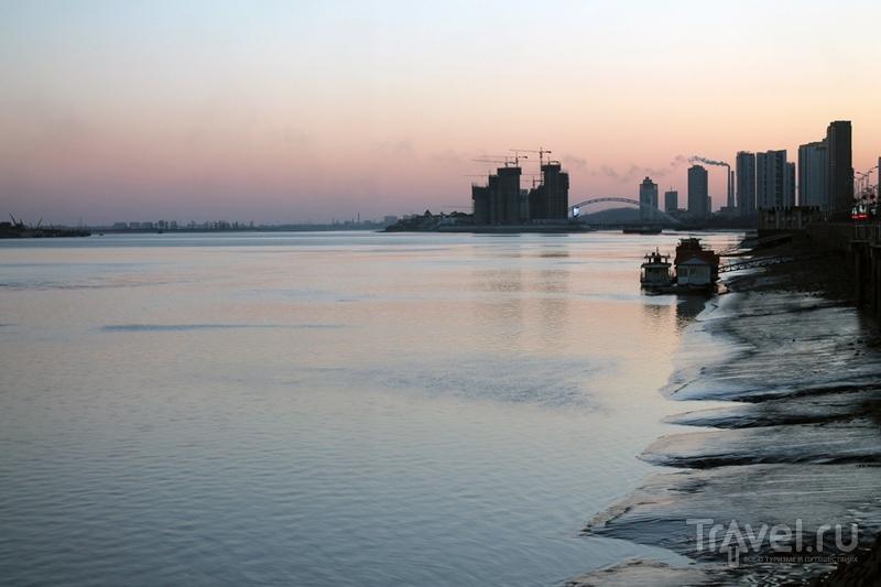Китай: Даньдун. Граница с Северной Кореей / Китай