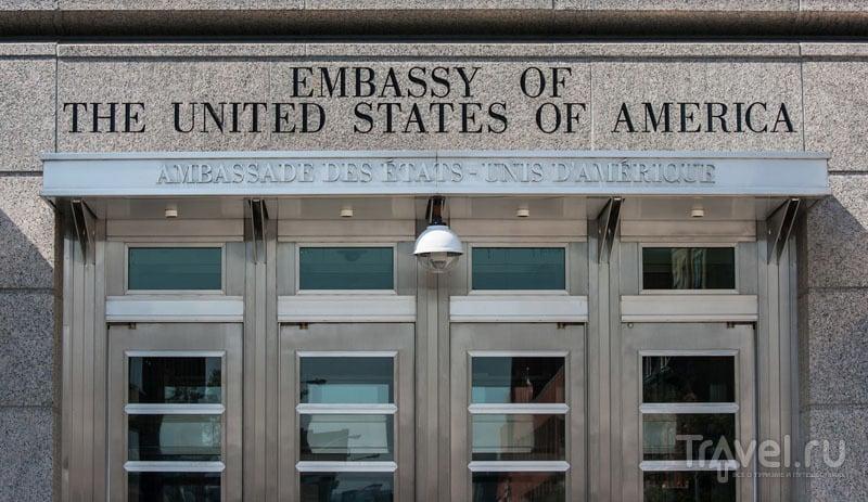 В посольство США запрещено проносить лишние предметы