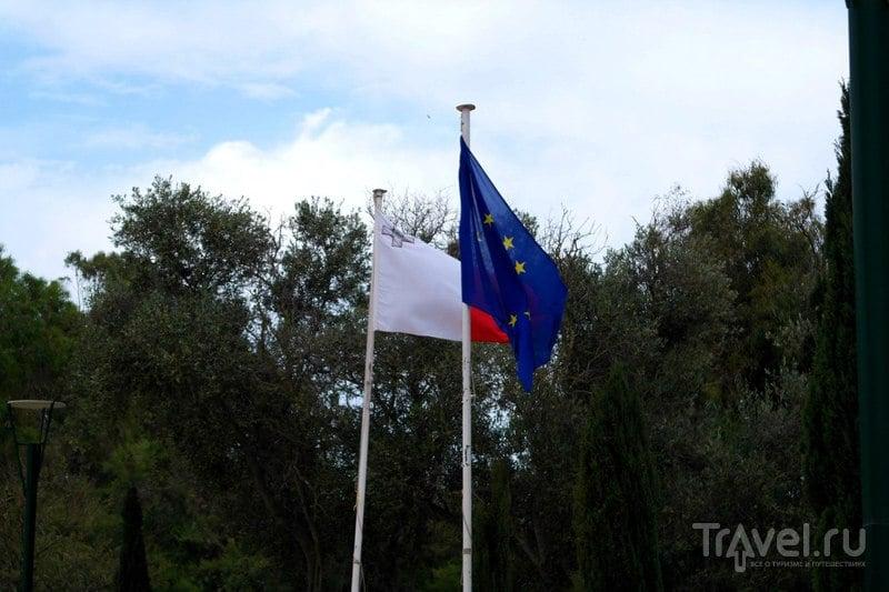 Сент-Полс-Бэй. Мальта - Национальный парк Солина и роща президента Кеннеди с монументом / Мальта