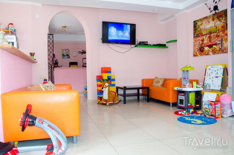 Детский уголок в гостиной-столовой