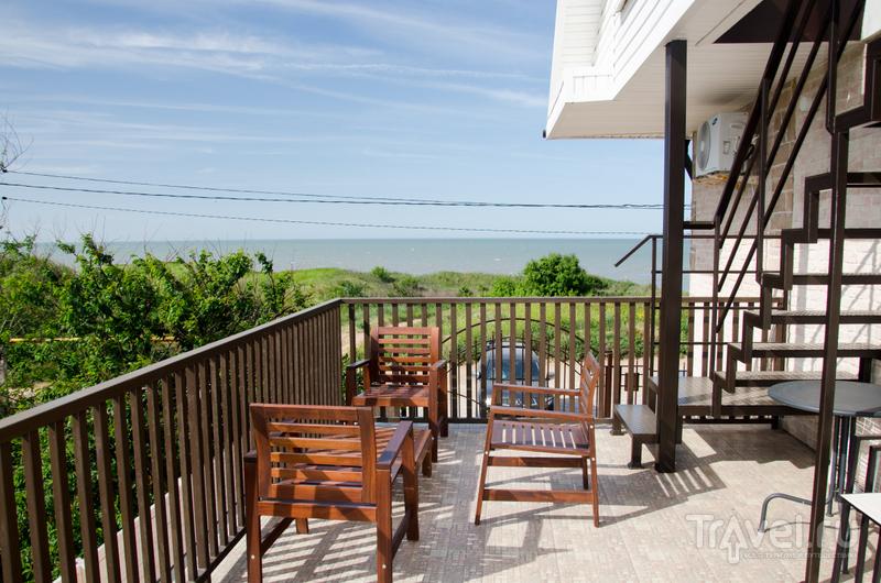Терраса для постояльцев номеров с боковым видом на море