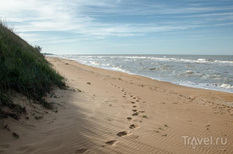 На диком пляже, расположенном в 50 метрах от гостиницы