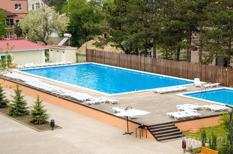 В отеле два бассейна: детский и взрослый