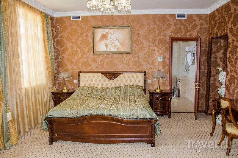 В гостинице также есть роскошные номера, которые от недостатка площади не страдают