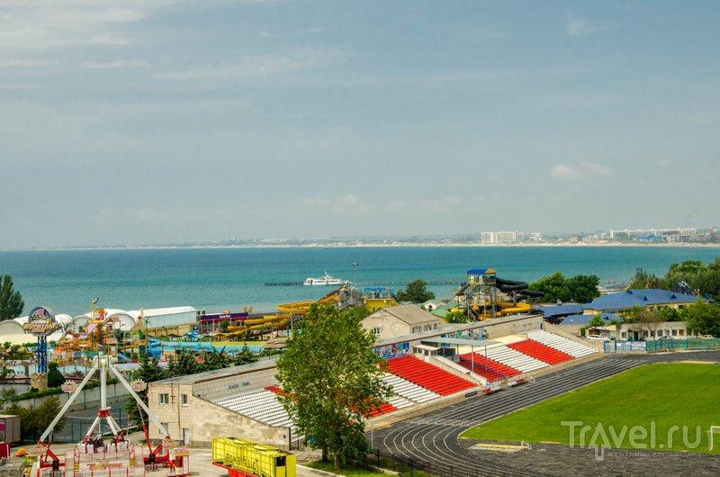 Вид с балкона - можно любоваться морем и парком 30-летия Победы
