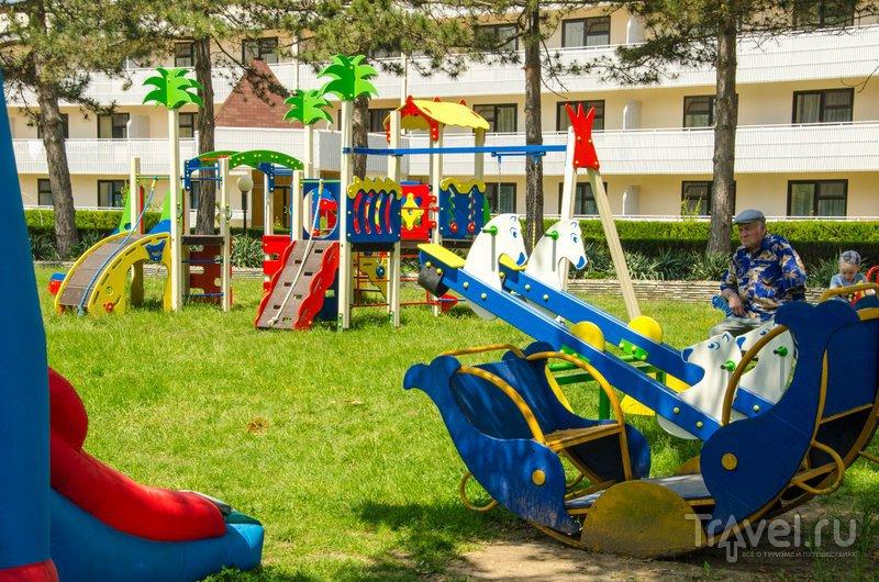 Вид на детскую площадку
