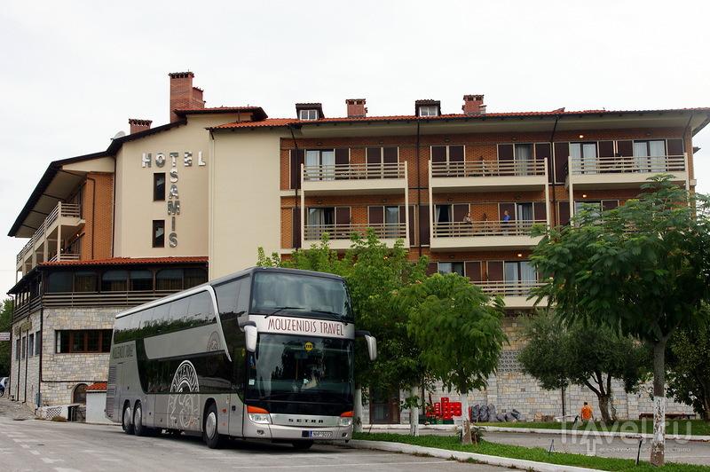 Отель  ΕΙΣΟΔΟΣ на берегу озера Орестиада. Касторья / Греция
