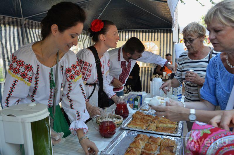 Молдаване продают пироги  на ресторанном дне в Хельсинки