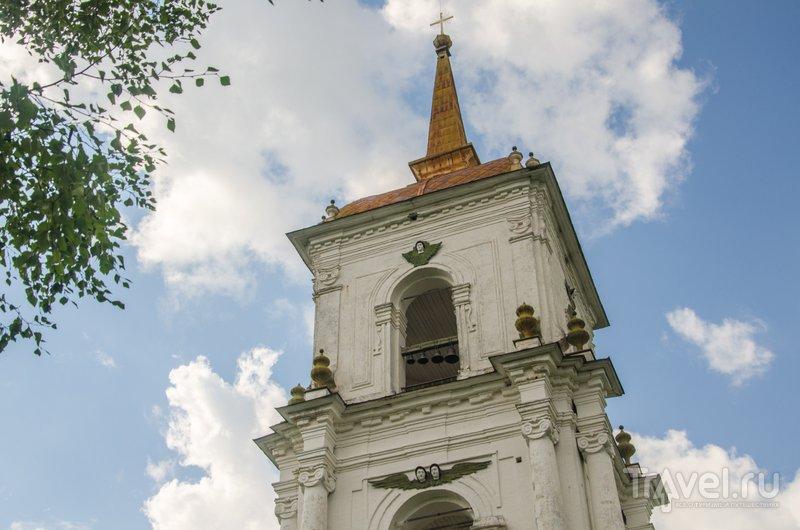 На колокольню можно подняться: отсюда весь низенький город как на ладони / Фото из России