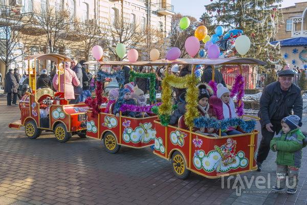 Новогодний поезд на Курортном бульваре Кисловодска