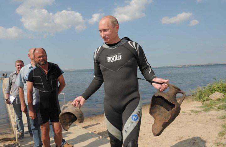 В.В. Путин погрузился к раскопкам Фанагории