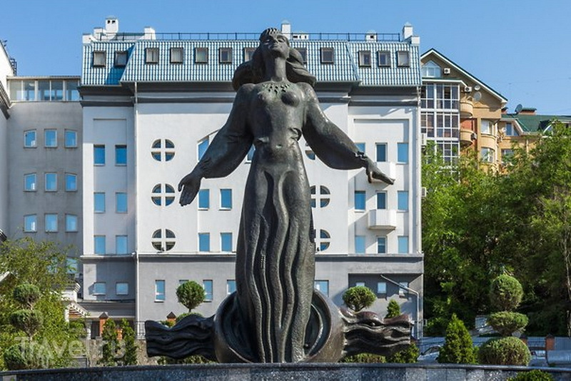 "Улица Береговая, скульптура ""Ростовчанка"""